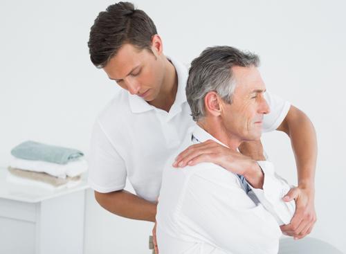 chiropractor-patient